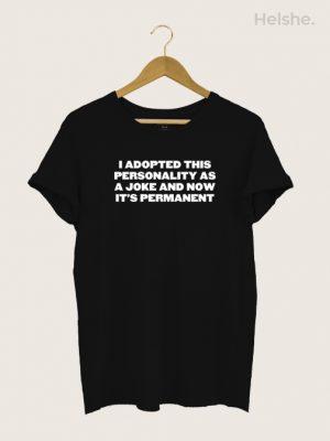 Camiseta I ADOPTED THIS PERSONALITY AS A JOKE PRETA